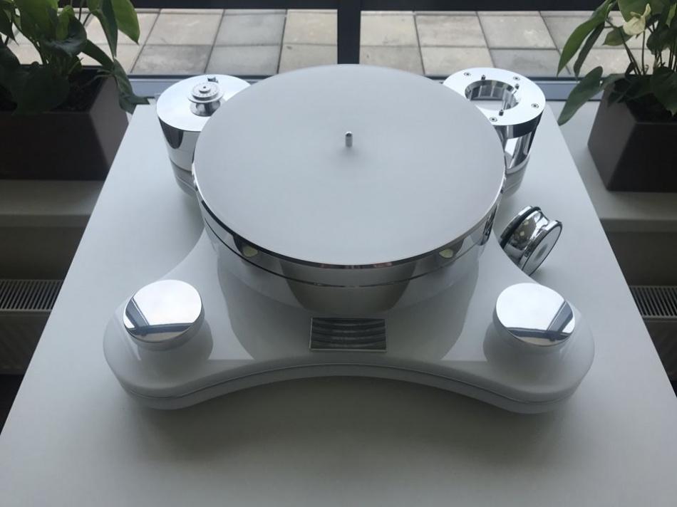 Стол винилового проигрывателя Transrotor ZET 3 Glossy White (глянцевый белый) с подготовкой под тонарм 9 дюймов, стандартным блоком питания и прижимным диском