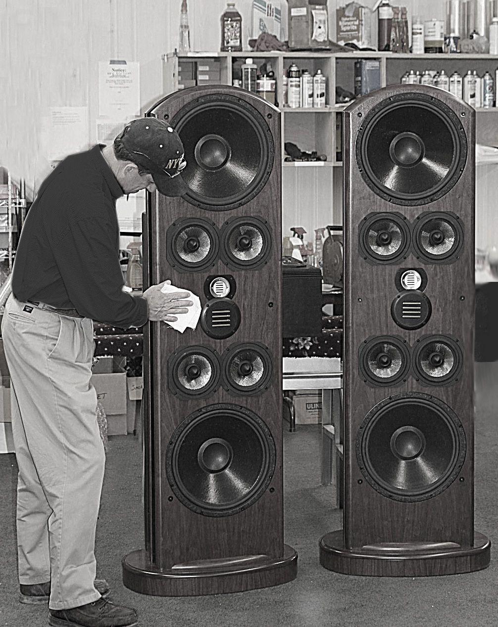 Напольная акустика Legacy Audio Aeris walnut
